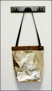 Złota torebka z washpapy